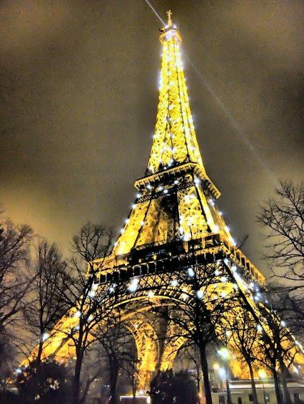 eiffel_tower_by_night_by_a21ozcoldcup-d5zneu8